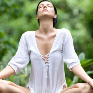 What are the main physical benefits of meditation?